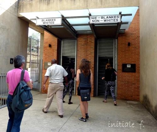 entrée_du_musée_de_l'apartheid